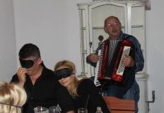 Keszei Tóni harmonika  játéka tette hangulatosabbá a vacsorát.