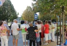 A buszmegálló akadálymentesítésével ismerkedik csoportunk