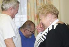 Vajda Laci, Nagyné Marika és Sebestyén Miklós jóízűen nevetnek.