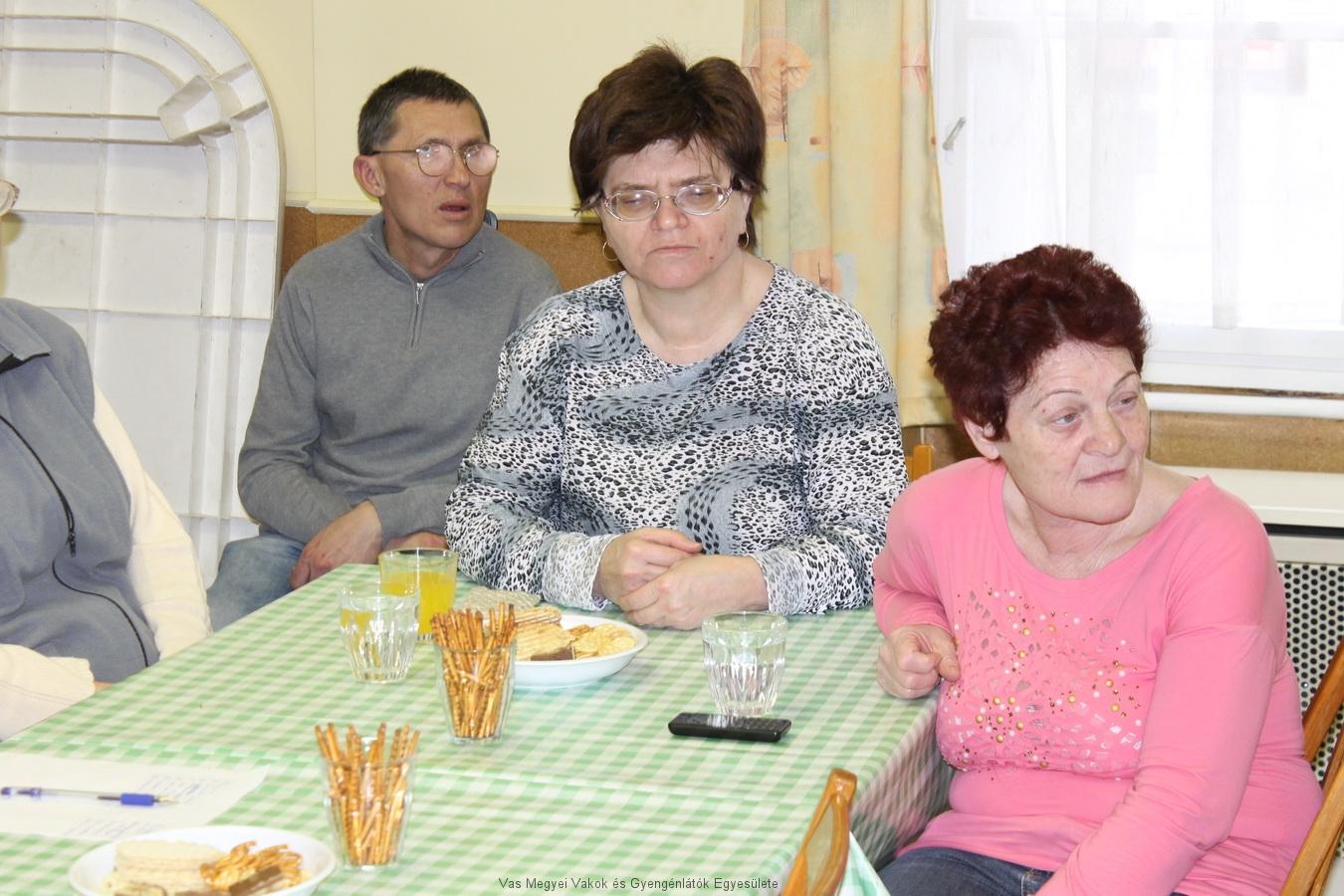 Vörös Lajos hölgytagjaink társaságában.
