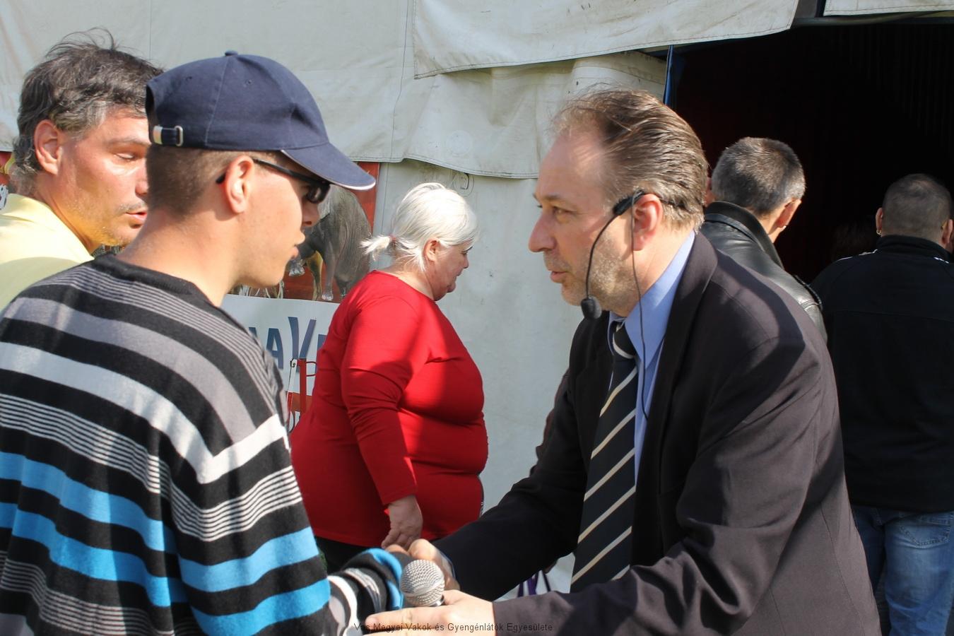 Fekete Péter miniszteri biztos, a Fővárosi Nagycirkusz igazgatója fogadta az érkezőket.