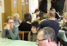 Sokan jöttek el a klub délutánra. Az első előadó a táplálékkiegészítők szerepéről beszélt az étkezésünkben. Finom süteményeket is hozott kóstolónak.