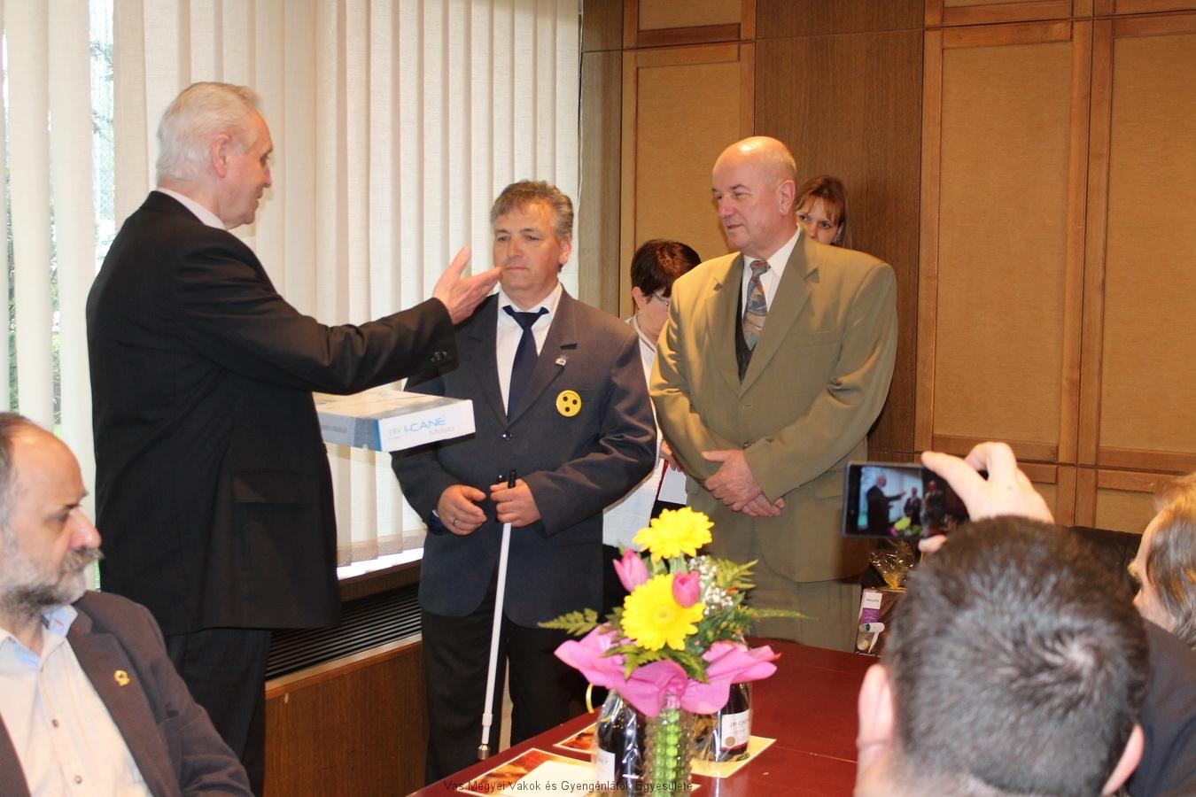 A VAGYOK-on került bejelentésre, hogy a VGYVE kapja az országban 6.-ként az I-Cane okos fehér-botot. A botot Bősze György a VGYVE elnöke vette át.