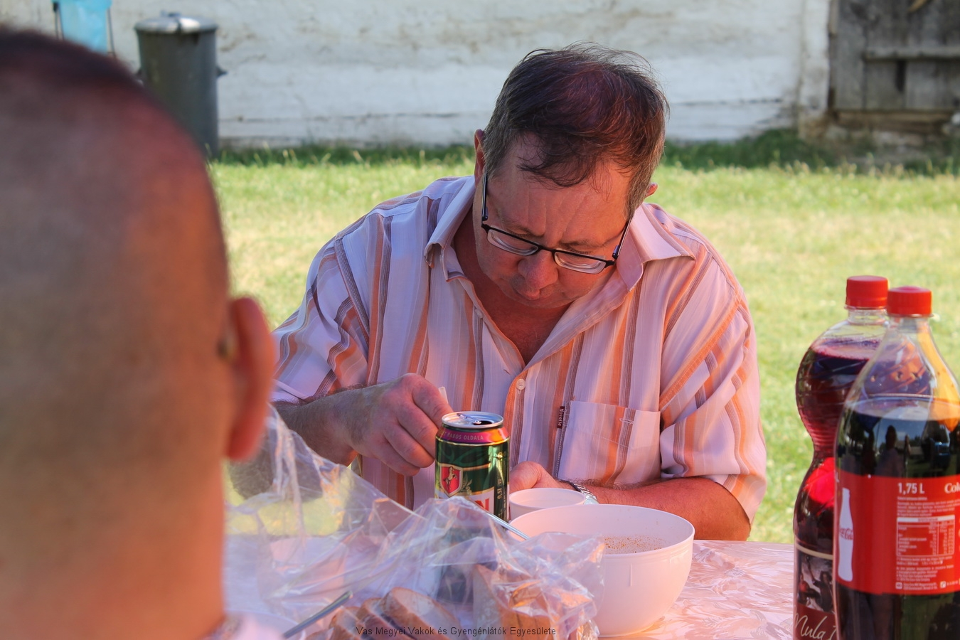 Horváth József ebédel