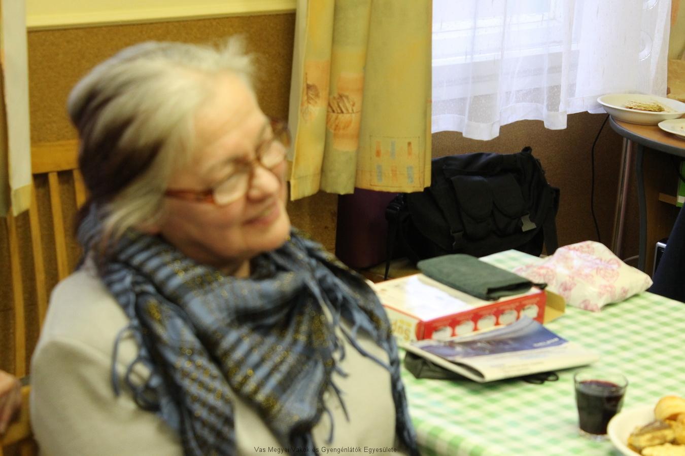 György Gábor anyukája hallgatja a műsort, és láthatóan jól érzi magát.