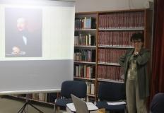 A kivetítőn Deák Ferenc képe.